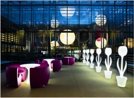 Варианты комбинирования материалов в мебели для ресторанов