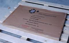 Упаковка столов из стекла